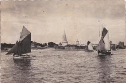 Bu - CPSM Grand Format - LA ROCHELLE - Sortie Du Port, Voiliers Partant Pour La Pêche - La Rochelle