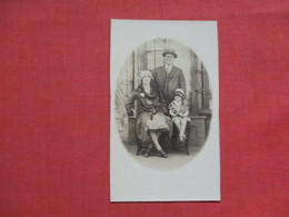 RPPC  Family Photo   > Ref 3511 - Postcards