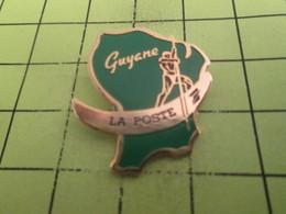 SP06 Pin's Pins / Beau Et Rare : THEME : POSTES / LA POSTE GUYANE GROSSE BANANE ! - Mail Services