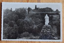 36 : Sainte-Sévère-sur-Indre - Vue D'ensemble Et Statue De Ste-Sévère - (n°15526) - Andere Gemeenten