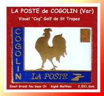 SUPER PIN'S POSTE -COQ : LA POSTE De COGOLIN, Golf De St TROPEZ, Visuel COQ, émail Grand Feu Or Signé MATHIEU, 2,5X1,6cm - Correo