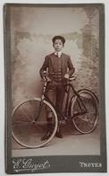 PHOTOGRAPHIE - DEBUT XX° - STUDIO - ADOLESCENT EN COSTUME - VELO - E.GUYOT PHOTOGRAPHE à TROYES - Ciclismo