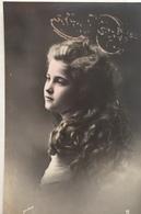 (336) Mooi Meisje  Met Lang Krullend Haar. - Holidays & Celebrations