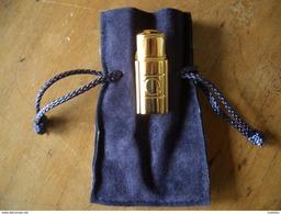 Pin's YSL Opium Avec Sa Pochette - Parfums