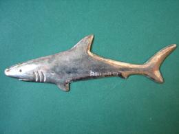 Vintage RENAULT 19 Paperweight Metal Shark - Presse-papiers