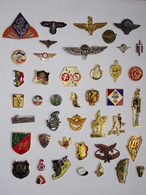 Lot De 43 Pin's Militaria Para Armée Terre Légion Verdun FFA 2°DB BCA Chasseurs Alpins Saumur Croix De Lorraine - Militares