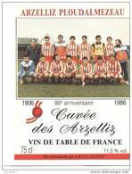 Etiquette De Vin  - Cuvée  Des ARZELLIZ - PLOUDALMEZEAU  -  80 ème Anniversaire 1906/1986 - Thème Foot - Soccer