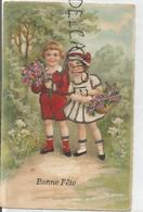 Bonne Fête. Deux Enfants Apportent Des Fleurs. Paillettes. - Fête Des Mères