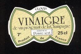 Etiquette  De Vinaigre De Vin Provenant De La Champagne Aromatisé Poivre Vert  -  Clovis   France - Etiquettes