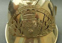 Coque De Casque De Sapeur Pompier En Laiton - Département Du Cher - Cascos