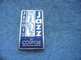 """Pin's Des Jeudis Du Jazz Au Restaurant/ Brasserie """"la Coupole"""" à Paris - Musique"""