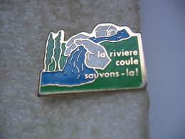 """Pin's """"La Riviere Coule, Sauvons La!"""" - Non Classés"""