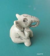 ELEPHANT Miniature En Porcelaine - Animali