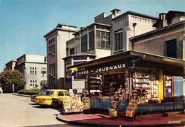 Lyon 3 Hôpital Edouard Herriot Grange Blanche Marchand Journaux Renault R8 - Lyon