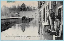 CPA 51 La Crue De La Marne à CHALONS-sur-MARNE (janvier 1910) Une Cour, Chemin Du Barrage ° Cliché Durand - Châlons-sur-Marne