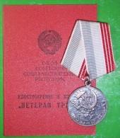 SOVIET LONG-TERM VETERAN OF LABOUR MEDALS + AWARD DOCUMENT! - Russie