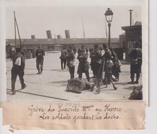 GRÈVE DES INSCRITS MARITIME AU HAVRE LES SOLDATS GARDANT LES DOCKS  18*13CM Maurice-Louis BRANGER PARÍS (1874-1950) - Plaatsen