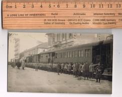 Bella Foto Con Militari In Partenza Per Il Fronte  E Treno Non Idendificata La Località, Ma Sicuramente Italia   1917 - Photographs