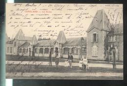 CPA 71 Génelard - Les Ecoles  - Circulée - Altri Comuni