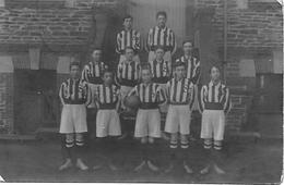 44 LE CELLIER CARTE PHOTO D'EQUIPE DE FOOT EN 1911  CLASSE   CLUB FOOT - Le Cellier