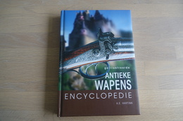 Militaria - BOOKS : Antieke Wapens Encyclopedie - 240 Pages - 24x17x2cm - Hard Cover - Decotatieve Wapens