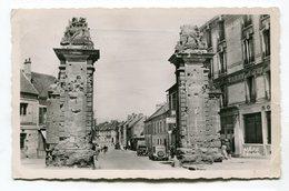 CPsm  60 : CREPY En VALOIS  Rue De Paris Avec Voitures    VOIR  DESCRIPTIF  §§§ - Crepy En Valois