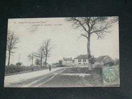 NEAUPHLE LE CHATEAU    / 1910 /    VUE  RUE ANIMEE + LE CAFE ....   / CIRC /  EDITION - Neauphle Le Chateau