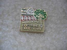 Pin's De L'Iinstitution De La Doctrine Chrétienne, Ecole, Collège, Lycée, à Strasbourg. - Administrations
