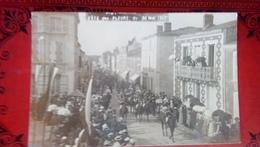 CARTE PHOTO CHARENTES MARITIMES 17 MARANS FETE DES FLEURS DU 20 MAI 1907 DEFILE CHEVAL CHASSE A COURRE FANFARE COR - Other Municipalities