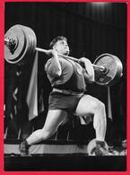 Photo Muscular Men Guy Weightlifting - Homme - Garcon - Men - ALEXEJ MEDVEDEV  Russian - Soviet - Persone Anonimi
