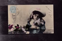 PETITE FILLE Avec Des Fleurs - Enfants