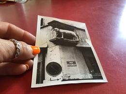 Photo Noir Et Blanc à Bord Blanc  Rue Du Bœuf Vieux Lyon 1966 - Lieux