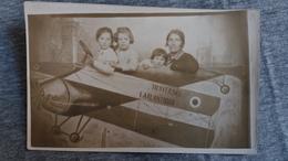 CPA PHOTO MONTAGE AVION AEROPLANE FEMME ET FILLETTES TRAVERSEE ATLANTIQUE - Fotografia