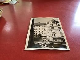 Photo Noir Et Blanc à Bord Blanc Voiture Ancienne Fourrière Prise De L Hôtel Lyon 1966 - Lieux