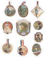 Lot De 10 Badges Patriotiques De Journée En Carton - Militaria