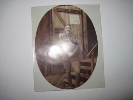 Photos Et CPA  Découpées De  Militaires Prisonniers A Giessen Allemagne 1916   TBE - Photographs