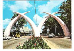 Kenya - Kenia - Mombasa - Giant Tusks - Cars - Autos - Kenia