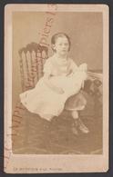 Ancienne Photo Cdv Albumine Fillette Avec Poupée C.1865 Ed. Wettstein Fils, Verviers - Belgique - Old (before 1900)