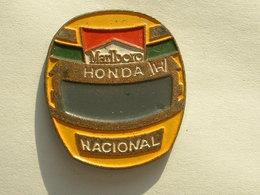 Pin's F1 - CASQUE SENNA - MARLBORO - F1