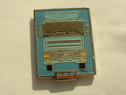 Pin's CAMION  - DAF - Transports