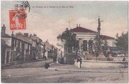 24. PERIGUEUX. La Fontaine De La Liberté Et La Rue De Metz - Périgueux