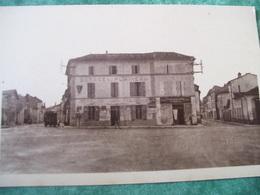 CARTE POSTALE - CHATEAUNEUF (CHARENTE) - PLACE DU PLAINEAU - - Jarnac