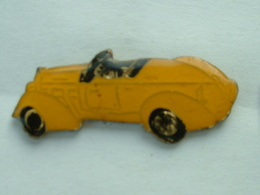PIN'S VOITURE A IDENTIFIER - Renault