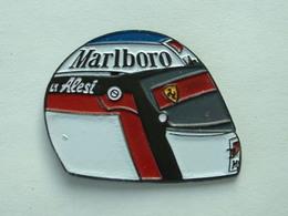 PIN'S F1 - CASQUE ALESI - MARLBORO - F1