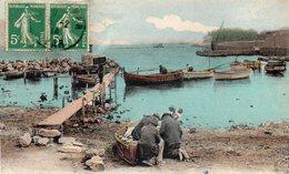 83  LA SEYNE L' ANSE DES MOUISSEQUES ANIMEE PECHEURS BARQUES - La Seyne-sur-Mer