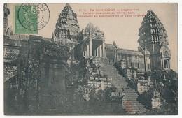 CPA - CAMBODGE - ANGKOR-VAT - Escalier Monumental 13m De Haut Conduisant Au Sanctuaire De La Tour Centrale - Cambodge