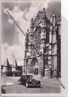 Beauvais (60) La Cathédrale Et Les Tours Du Palais De Justice (premier Plan,voiture Traction Citroën) - Beauvais