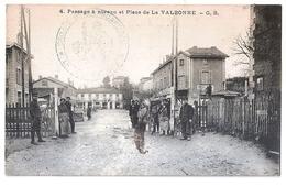 CPA 01 LA VALBONNE PASSAGE A NIVEAU AVEC CACHET MILITAIRE DE CORRESPONDANCE BELLE CARTE !! - Andere Gemeenten