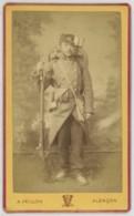 CDV Militaire A. Veillon à Alençon . Guerre De 1870-71 . Mobile Du 115e RIL Avec Paquetage Et Fusil . Défense De Paris . - Photographs