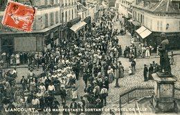 60  LIANCOURT  LES MANIFESTANTS SORTANT DE L'HOTEL DE VILLE - Liancourt